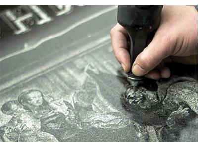 Гравёрные работы на памятнике из камня