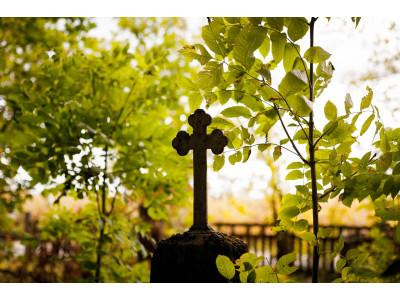 Причины заказать памятник в осенне-зимний период